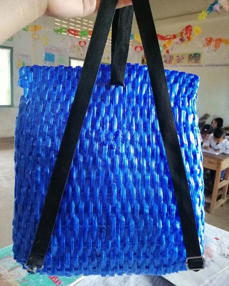 NY Keng backpack straps