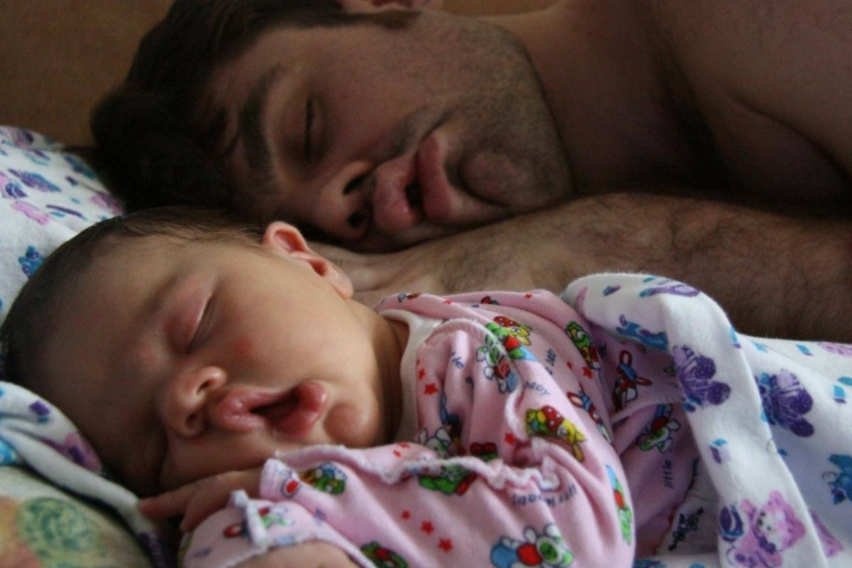 baby and dad in the same sleeping pose