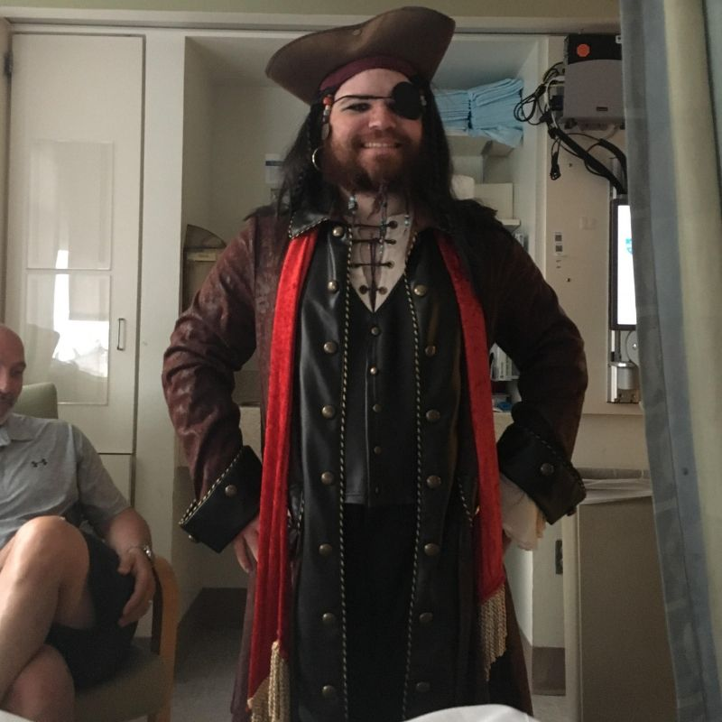 brother dressed up as pirate to visit brother who got his leg amputated