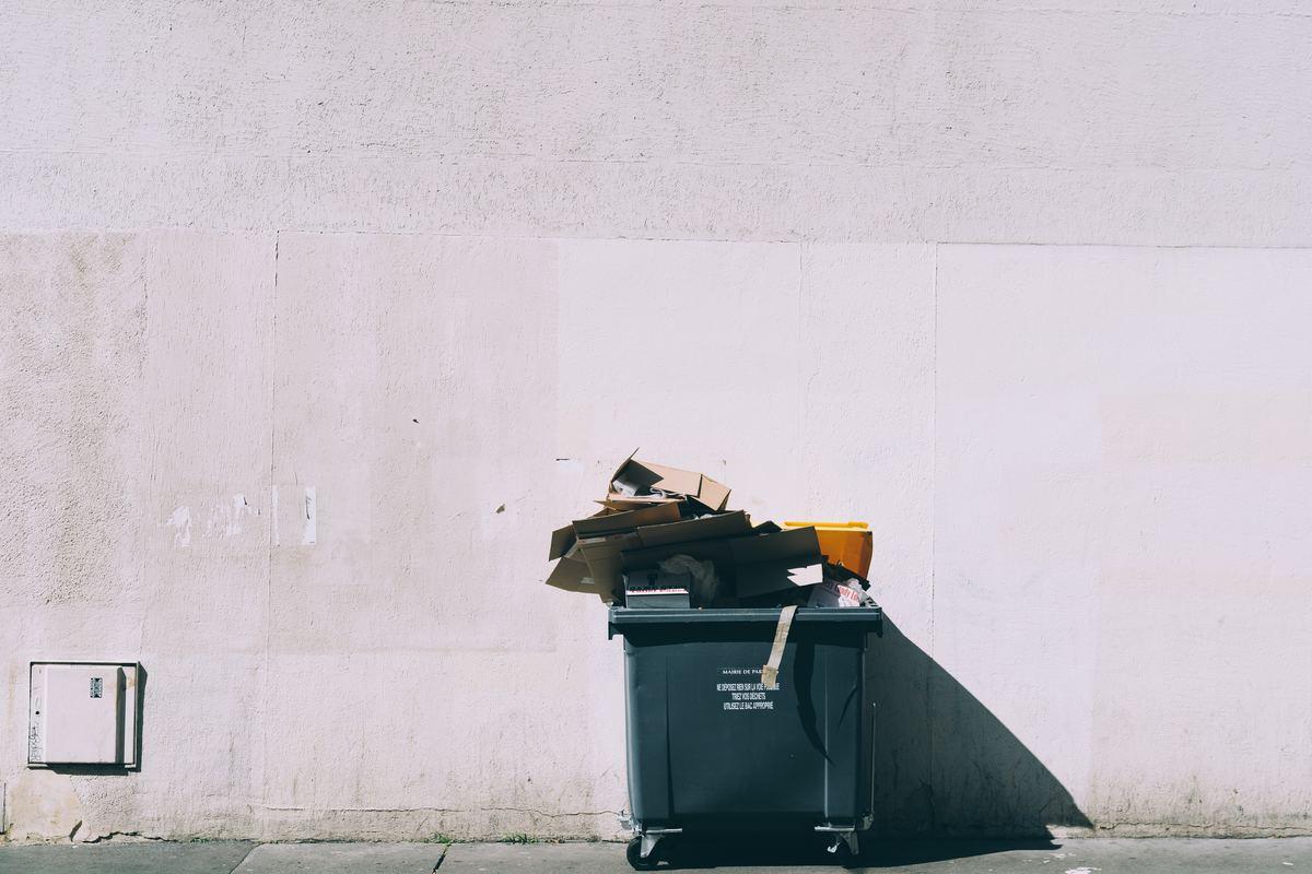 trashcan outside green