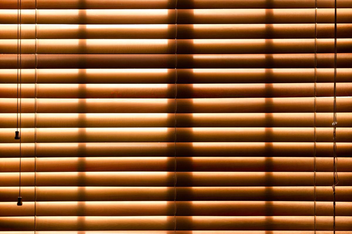 blinds closing light filtering through window
