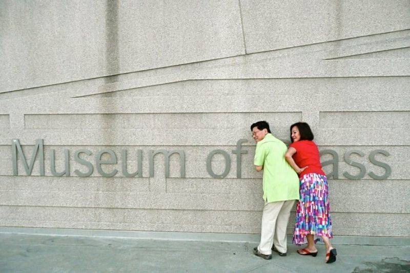 parents making a joke about a museum sign