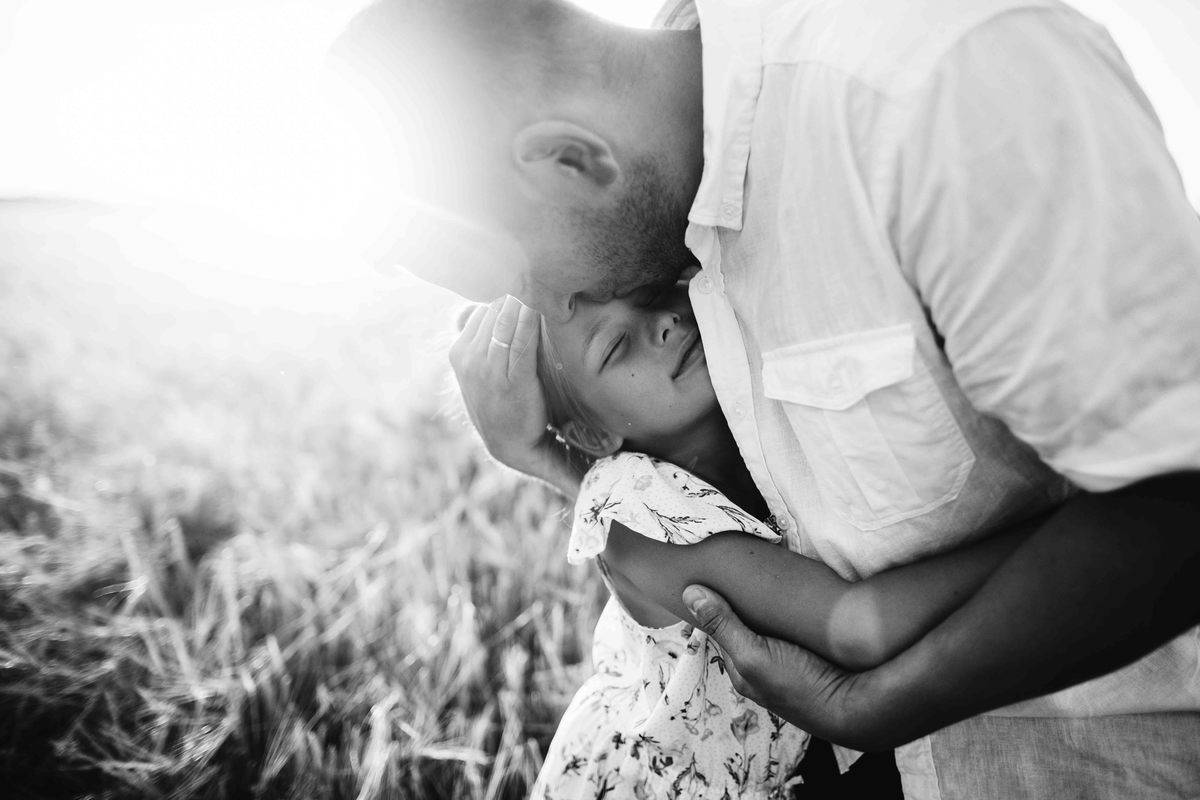 grayscale_photo_of_man_and_woman_kissing-scopio-bd2c0caa-7833-4ee0-b60b-459844e027da