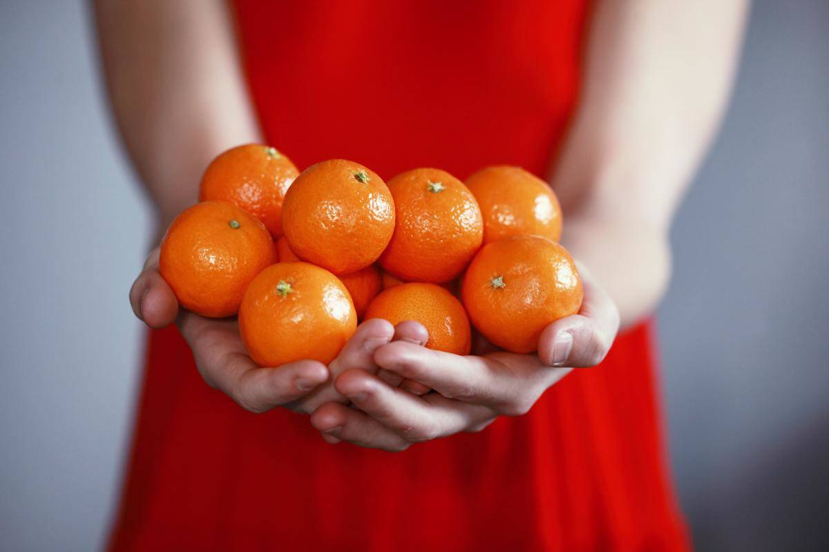 armful of tangerines