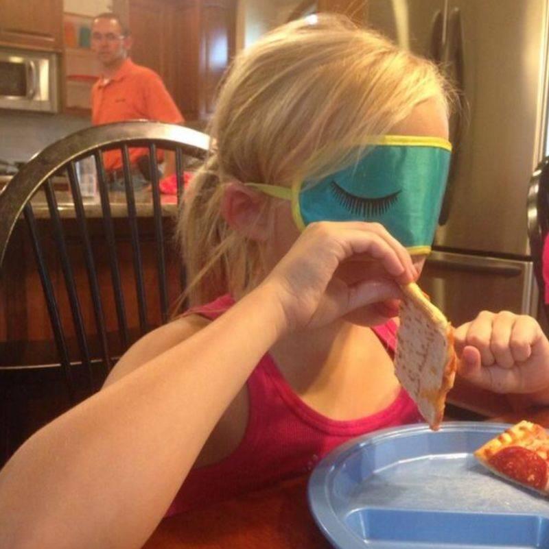 kid eating pop tart blindfolded