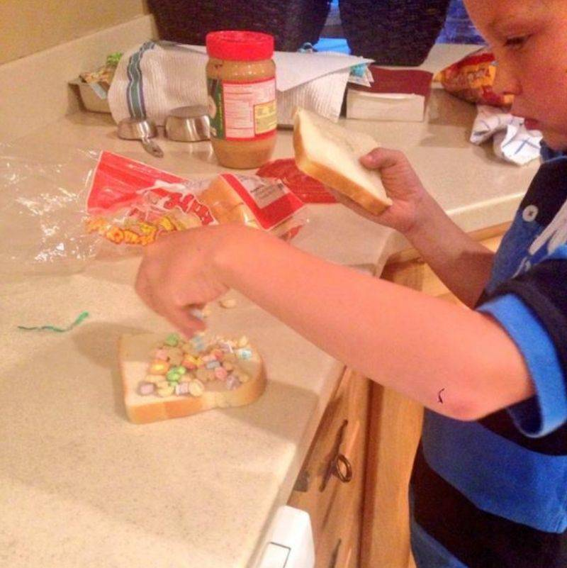 kid making a sandwich out of peanut butter and marshmallows