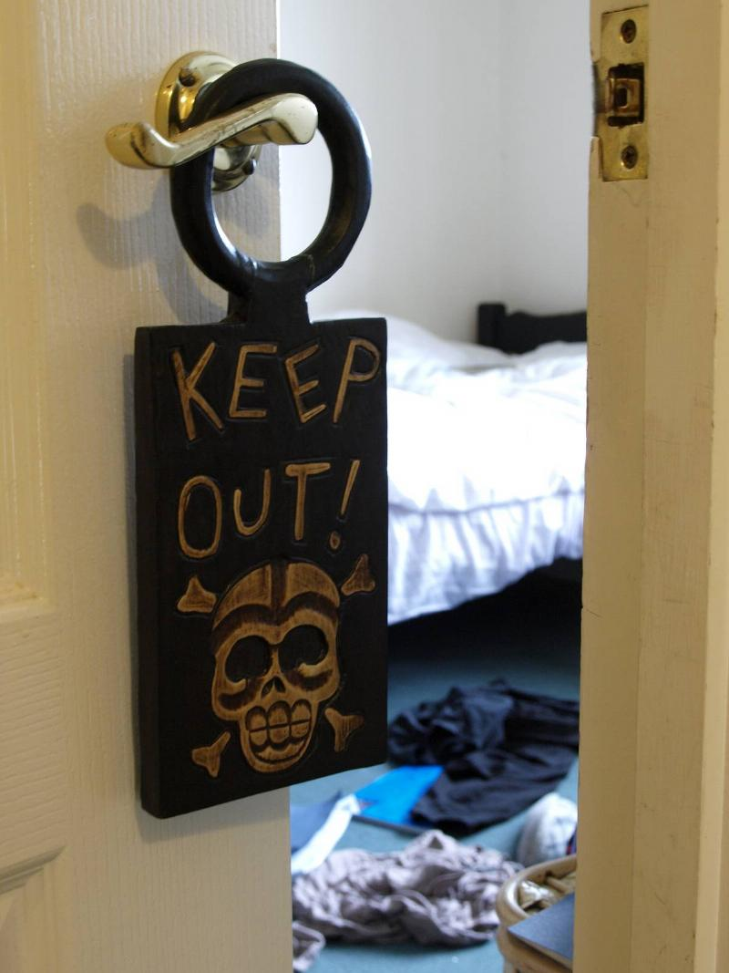 keep out sign on kids door