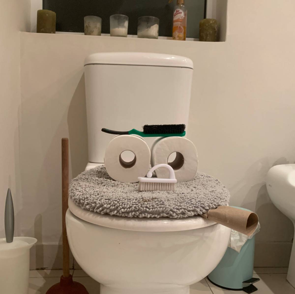 a kid made their toilet look like it was smoking