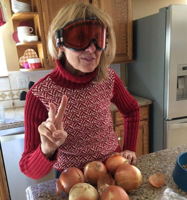 mom wearing goggles to chop onions
