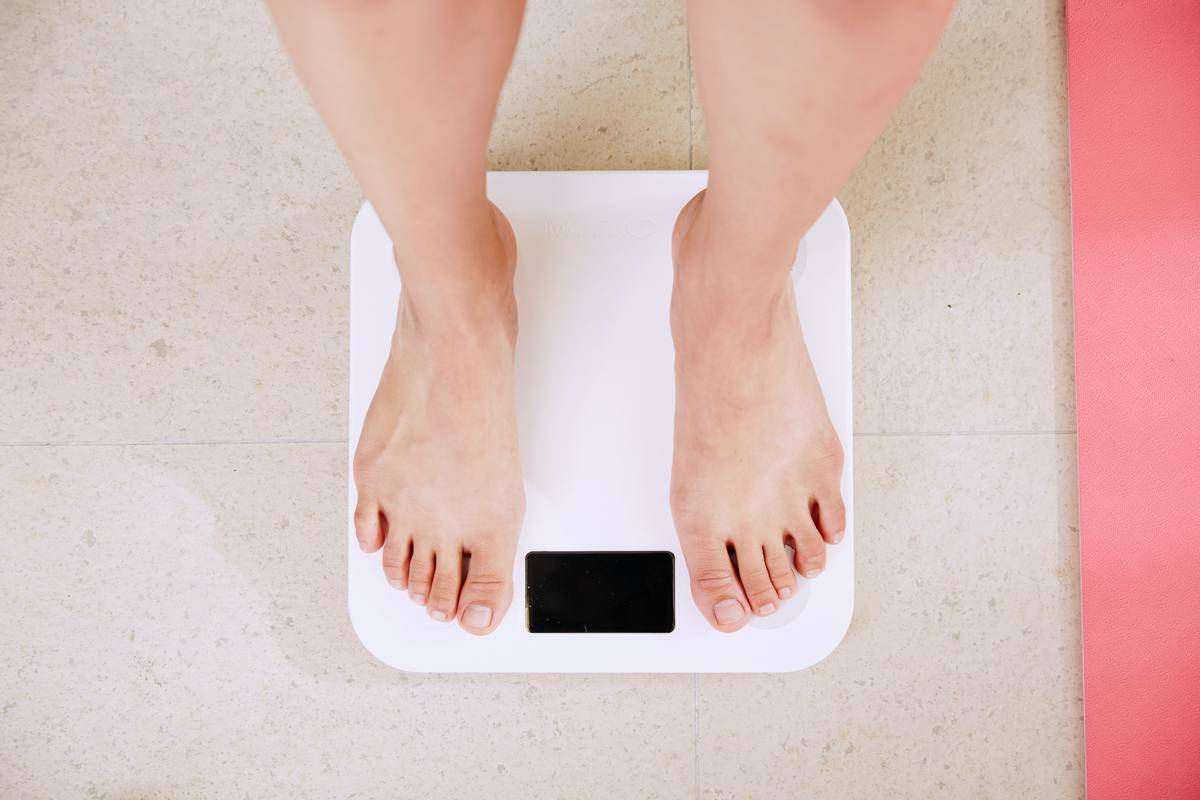 feet on weight scale with no number
