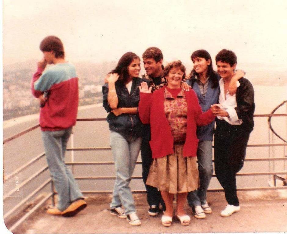 1985 family photo at bridge