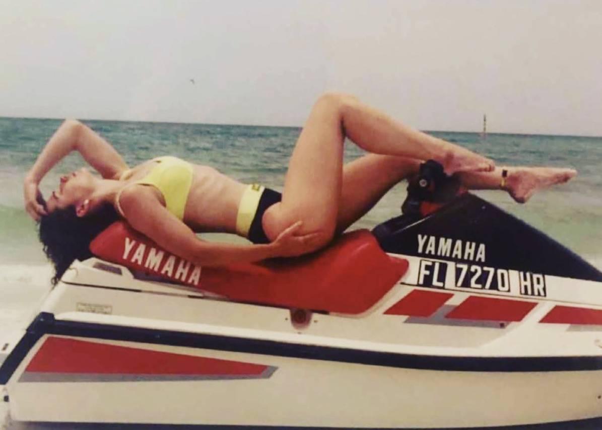 woman on yamaha ski do